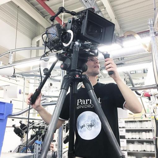 Notre chef-opérateur Jean-Eudes Bazin sur le Tournage de notre nouveau film pour les laboratoires Innothera. Un tournage en #alexamini et avec le réalisateur @nikorenier aux commandes. Chef de projet : Anaïs Xiong